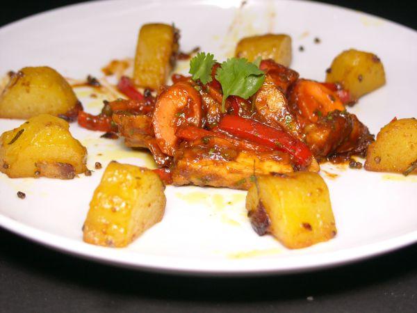 Kartoffeln Masala und rotes Curry