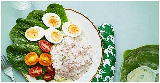 Low-Carb-Salat mit Ei und Thunfisch-Dressing